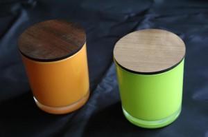 Osmia -tuoksukynttilä logokaiverrettavalla puisella kannella